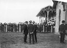 170721 PHOTO E BRUCHON THEME SPORT HIPPISME HIPPODROME COURSES DE VILLEURBANNE 69 RHONE 1914 ENCEINTE DE PESAGE - Horse Show