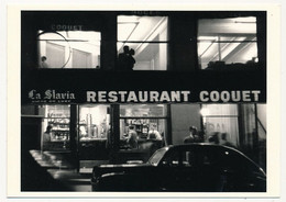 CPM - PARIS 18eme - (Place Blanche) - Restaurant COQUET (Sabine Weiss) - Paris (18)