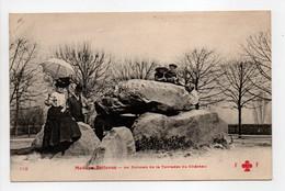 - CPA MEUDON-BELLEVUE (92) - Le Dolmen De La Terrasse Du Château (belle Animation) - Edition Fleury 142 - - Meudon