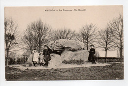 - CPA MEUDON (92) - La Terrasse - Un Menhir (avec Personnages) - Edition J. L. - - Meudon