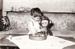 Old Real Original Photo - Little Boy With His Puffed Monkey Toy - Ca. 14x8.9 Cm - Persone Anonimi