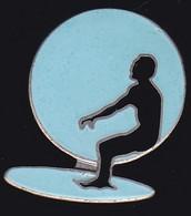 72013-Pin's-surf.Surfeur.signé Saggay. - Sci Nautico