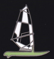 72023-Pin's-voilier.signé Saggay. - Vela