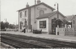 Mignères-Gondreville  45  G F  Vue De La Gare Interieure Et Quai Animé - Sonstige Gemeinden