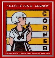 """SUPER PIN'S """"CORNER"""": L'ANCIEN PIN'S IMAGE BD CORNER,""""Fillette Pour Publicité CORNER"""" émail Grand Feu Base Noire 1,7X1,7 - Personnes Célèbres"""