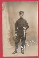 Gendarme - Carte Photo - Sous-Lieutenant De Gendarmerie Prenant La Pose Chez Le Photographe - 1919  ( Voir Verso ) - Police - Gendarmerie