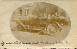 Carte Photo De Soldats Francais Dans Une Ancienne Voiture Militaire Avec Une Immatriculation En 1923 - Guerra, Militari