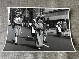 Breda 1953 Feesten Folklore Fête Folklorique Hollande Participants Costumés Violon 4 - Breda