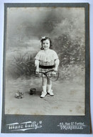 Photo CDV GF Cabinet - Petite Fille Souriante Heureuse Avec Sa Raquette De Tennis . Photo Tully, Marseille TBE - Old (before 1900)