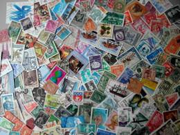 Beau Vrac De + De 2000 Timbres Du Monde Entier Variés Classiques Et Modernes - Lots & Kiloware (mixtures) - Min. 1000 Stamps