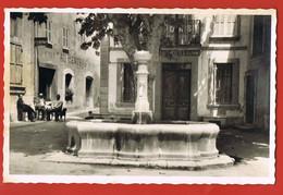 """MONS - Var --Place Du Centre ,Café """"Au Central """" Animée -Cliché J.Leduc,Fayence- Circulée 1949 - Sonstige Gemeinden"""