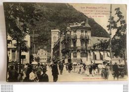 CPA - LUCHON - Avenue Carnot - Extrémité De L'Allée D'Etigny - Sortie De La Messe - Luchon