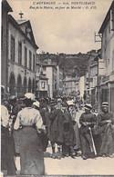 COMMERCE Foires & Marchés - 63 - PONGIBAUD Rue De La Mairie Un Jour De Marché (bonne Animation) CPA Village (740 H) - Mercati