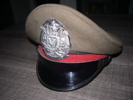 Rare Ancienne Casquette De Police Thaïlandaise Insigne Métal - Headpieces, Headdresses