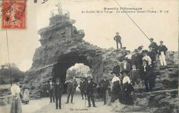 CPA 64 Basses Pyrénées-Atlantiques Biarritz Au Rocher De La Vierge En Admiration Devant L'Océan - Biarritz