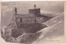 74 SAINT GERVAIS  Ancien Et Nouveau Refuge ,alpiniste Sur Le Toit - Saint-Gervais-les-Bains
