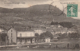 T22-12) SAINT GEORGES DE LUZENCON  (AVEYRON) VUE GENERALE & LA  GARE  - ( ANIMEE ) - Other Municipalities