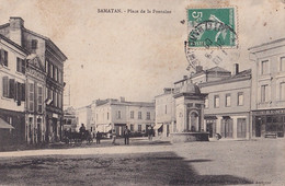 Y24-32) SAMATAN (GERS) PLACE DE LA FONTAINE - ( ANIMEE ) - Andere Gemeenten
