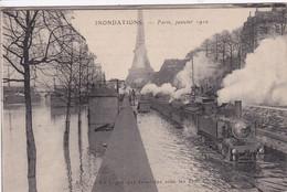 75 PARIS Ligne Des Invalides ,train Les Roues Dans L'eau Locomotive Fumant ,innondations 1910 - District 07