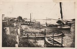 W18-33) BOURG SUR GIRONDE -  LE  PORT - ( OBLITERATION DE 1949 - 2 SCANS ) - Altri Comuni