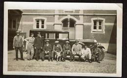 Photo Originale 11,5 X 7 Cm - Automobile à Identifier - Les Chauffeurs, Ouvriers .. Et Le Chien - Voir Scan - Cars