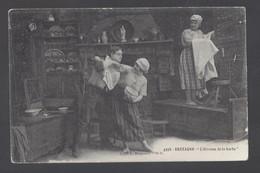 Bretagne - L'étrenne De La Barbe - Postkaart - Bretagne