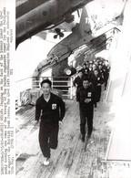 Photo De Presse.ALE10620.23x18 Cm Environ.1982.Atlantic Ocean.Jogging On The Deck.Gurkha Regiments - Autres