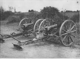 FRONT FRANCAIS DE L'OISE CANONS DE 77  ABANDONNES PAR LES ALLEMANDS  PHOTO ORIGINALE 24 X 17.50 CM - Oorlog, Militair