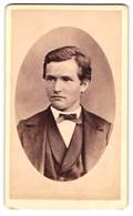 Fotografie J.J. Lienhardt, Einsiedeln, Junger Herr Im Anzug Mit Gescheiteltem Haar - Persone Anonimi