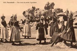 Penmarch - Une Ronde De Petites Bigoudènes - Loctudy
