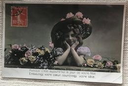 Enfant 1908 Fillette Au Chapeau Fleuri Bouquet Roses ' Jour De Fête' - Gruppi Di Bambini & Famiglie