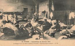 PARIS : LE REFUGE DE LA RUE SAINT LAMBERT A GRENELLE - GYMNASE SAINT LAMBERT - De Overstroming Van 1910