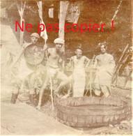 PHOTO ALLEMANDE KB IR 14 - SOLDATS AU BAIN DANS BAC A APREMONT LA FORET PRES DE SAINT MIHIEL MEUSE GUERRE 1914 - 1918 - 1914-18