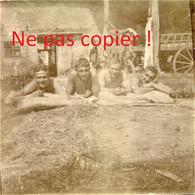PHOTO ALLEMANDE KB IR 14 - SOLDATS AU BAIN DE SOLEIL A APREMONT LA FORET PRES DE SAINT MIHIEL MEUSE GUERRE 1914 - 1918 - 1914-18