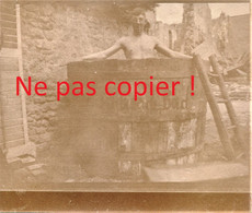 PHOTO ALLEMANDE KB IR 14 - SOLDAT AU BAIN DANS BAC A APREMONT LA FORET PRES DE SAINT MIHIEL MEUSE GUERRE 1914 - 1918 - 1914-18