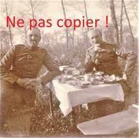 PHOTO ALLEMANDE KB IR 14 - OFFICIERS AU REPOS A APREMONT LA FORET PRES DE SAINT MIHIEL MEUSE GUERRE 1914 - 1918 - 1914-18