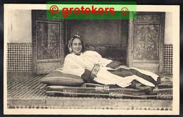 SCENES & TYPES Fatma Dans Son Interieur ± 1930 - Women