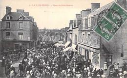 COMMERCE Foires & Marchés - 50 - LA HAYE PESNEL Place Du Petit Marché (jour De Forte Affluence) CPA Village ( 1.360 H) - Mercati