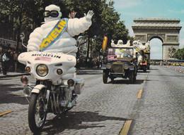TOUR DE FRANCE  L'Arrivée Du Bibendum Michelin  Sur Les Champs Elysées - Cycling