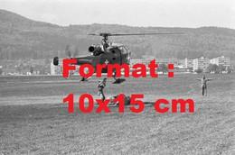 Reproduction Photographie Ancienne D'un Hélicoptère Militaire à L'aérodrome De Birrfeld En Suisse En 1968 - Reproductions
