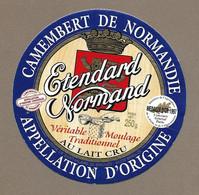 ETIQUETTE De FROMAGE.. CAMEMBERT NORMANDIE.. Etendard Normand.. Laiterie De ST HILAIRE De BRIOUZE ( 61) Médaille OR 1997 - Cheese