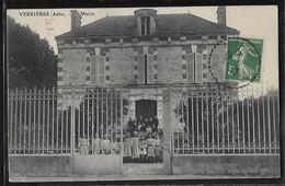 CPA 10 - Verrières, Mairie - Autres Communes
