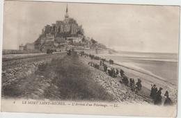 LE MONT SAINT MICHEL  L ARRIVEE D UN PELERINAGE - Le Mont Saint Michel