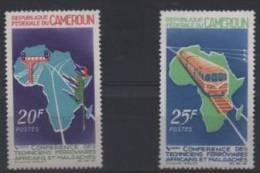 CAMEROUN 434/435** SUR LA CONFERENCE DES TECHNICIENS FERROVIAIRES MALGACHES ET AFRICAINS - Camerun (1960-...)