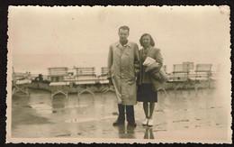 Carte Photo - Digue - Ostende Sous La Pluie - 1948 - Voir Scans - Places