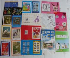 Calendrier Des émissions De Timbres-poste ( Le Lot De 18 ) De 1992 A 2006 - Documents Of Postal Services