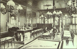 """SEDAN- Le Café Des """"SOQUETTES"""" - L'Intérieur Avec Personnages - Sedan"""