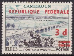 Timbre-poste Neuf* De 1956 Surchargé Charnière Réunification Pont Sur Le Wouri à Douala - N° 324 (Yvert) - Cameroun 1961 - Camerun (1960-...)