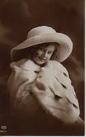 VRAIE PHOTO : Petite Fille, Grand Chapeau Et Fourrure D'hermine - Retratos