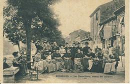 Bessèges Les Dentellières Avenue Des Accacias  Cpa - Bessèges